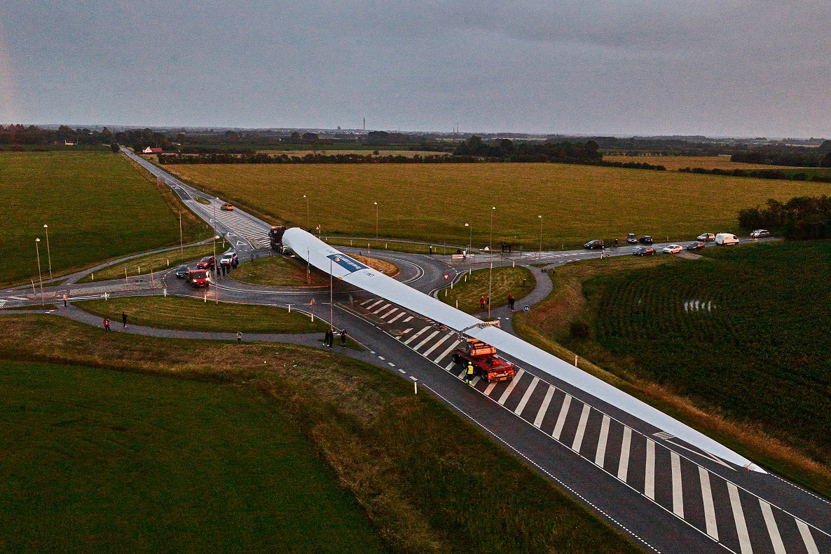wind_88.4_m_long_turbine_blade_successfully_transported_through_denmark